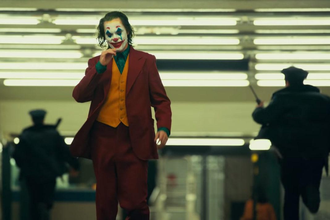 Joker er en stilsikker og til tider opprørende film, men det er ikke i nærheten av å si noe meningsfylt om problematikken den løfter frem